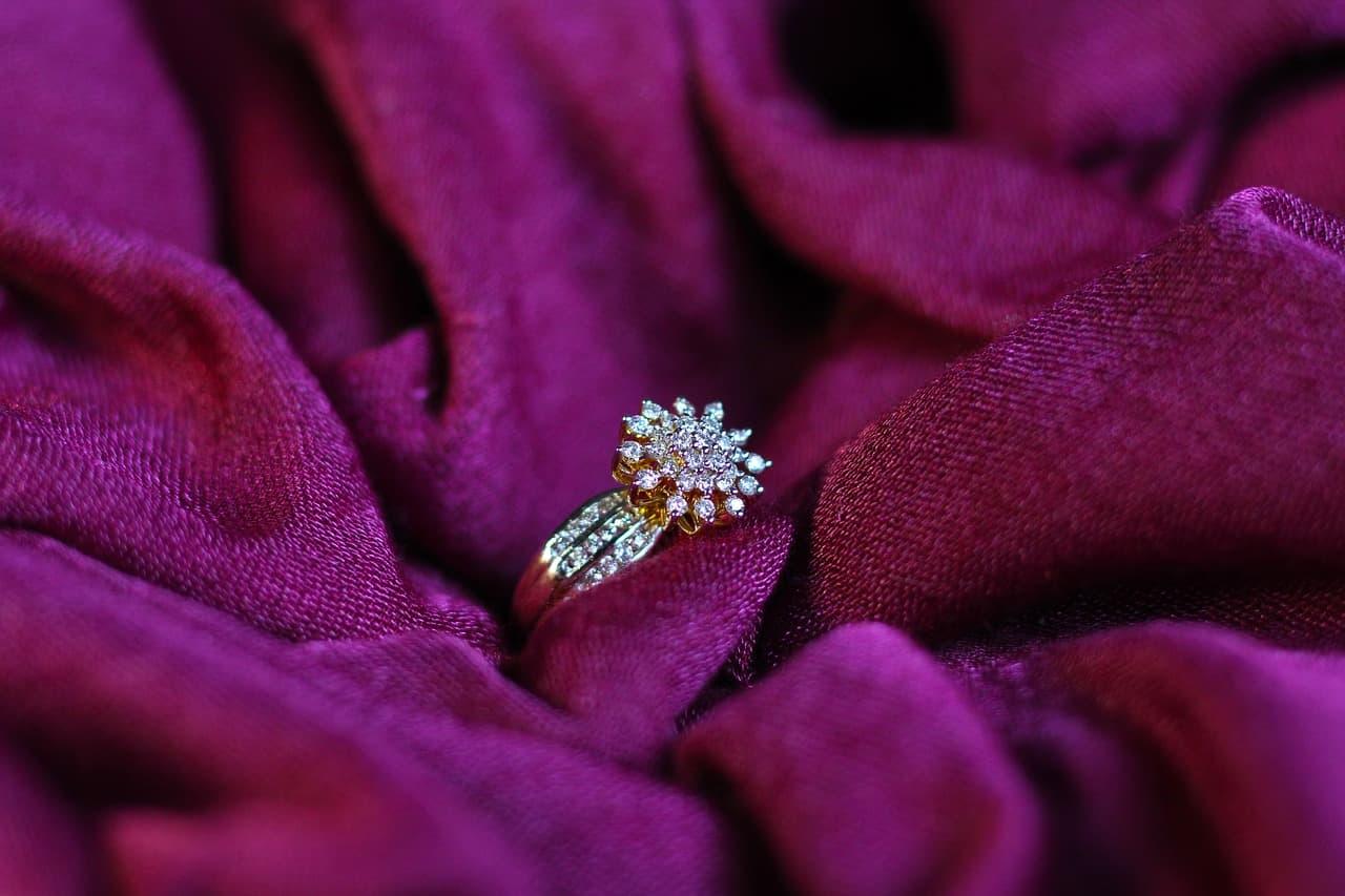 טבעת אירוסין עם בד