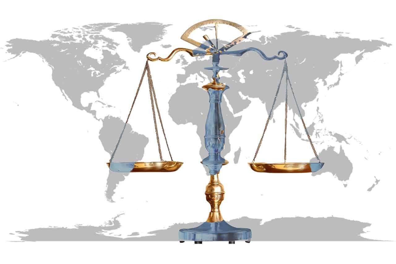 מאזניים ומפת העולם