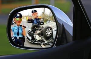 שוטרים ורכב הפוך