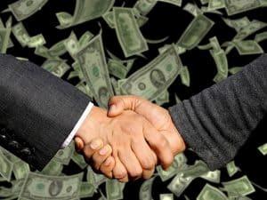 לחיצת ידיים וכסף