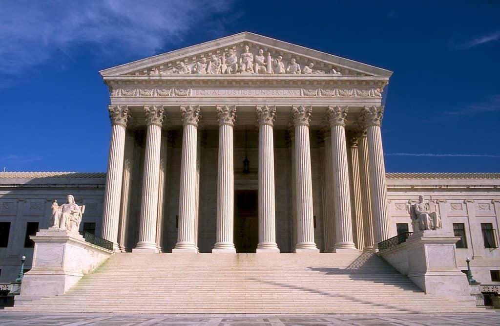 כניסה לבית משפט